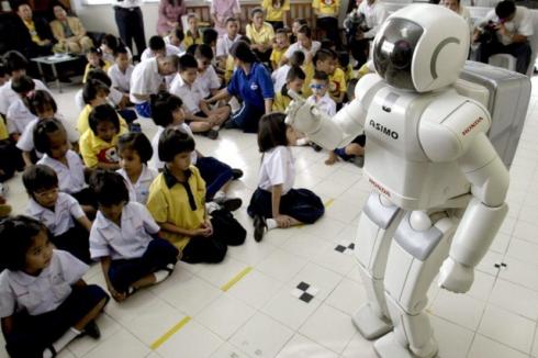 """Robot in classe insieme agli insegnanti """"presto realtà"""""""